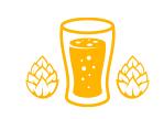 verre rempli de bière avec du houblon à coté